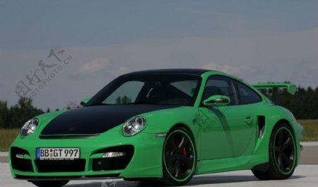 户外一辆绿色的豪华轿车图片