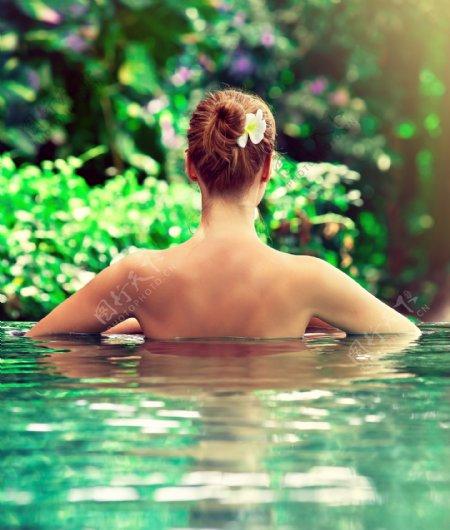 裸背人体艺术图片
