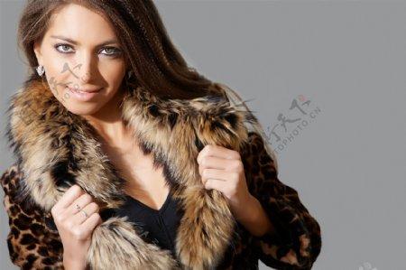 穿毛皮大衣的女人图片