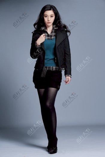 穿黑色大衣的范冰冰图片