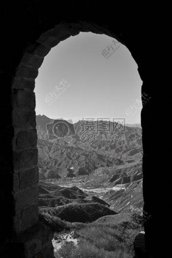 黑色的拱形门