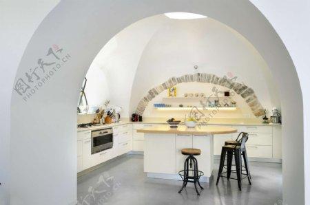 简约时尚厨房拱形门装修效果图