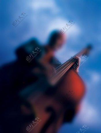图片素材大提琴演奏俯视蓝