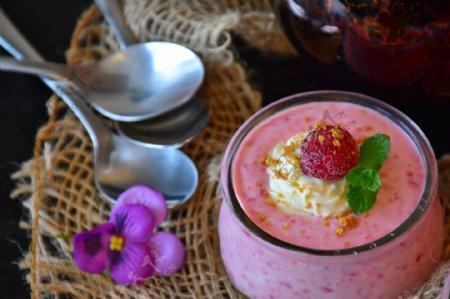 覆盆子酸奶