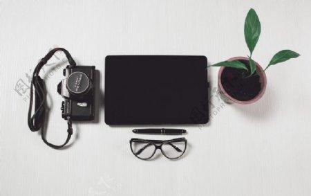 黑色相机可放iPad效果图