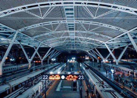 高铁站夜景图片