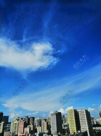 蓝天下的高楼大厦图片