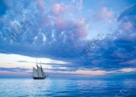 唯美海上帆船风景图片