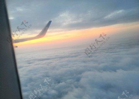 飞机日落图片