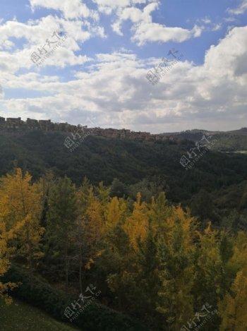 崇山峻岭的别墅图片
