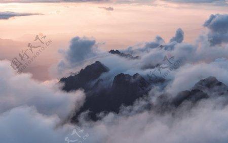山覆盖云天线视图山顶图片