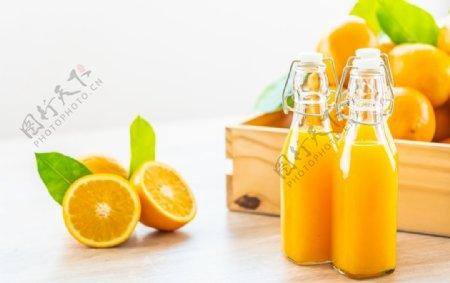 橙汁与脐橙片图片