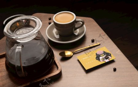 咖啡铁罐样机图片