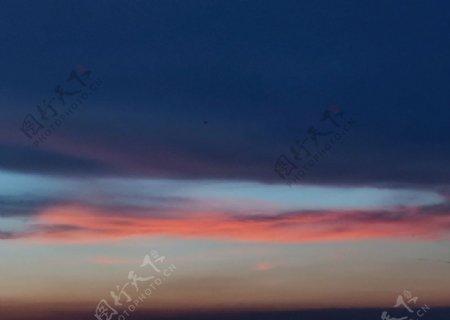 粉色天空图片