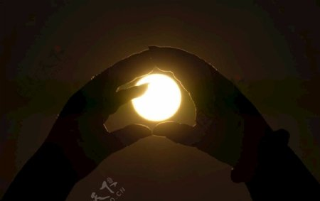 手中的太阳图片
